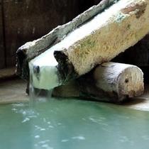 名湯『白旗の湯』は、草津地域でも10軒の宿でしかお楽しみいただけない希少温泉です。