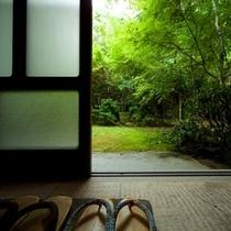 はなれ客室タイプ【8畳和室2間、お庭付き+源泉かけ流し内湯・露天風呂付き】
