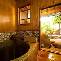 はなれ客室タイプ【8畳和室+囲炉裏の間+源泉かけ流し内湯・露天風呂付き】