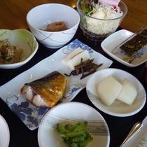 *旅館定番の和朝食。お米は富山県産コシヒカリを使用!