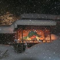 雪舞う花舞台