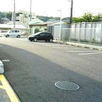 【駐車場】平面なので、大型車も安心ですよ♪