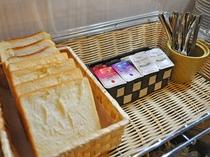 【朝食】パンをお好みのジャムでどうぞ♪