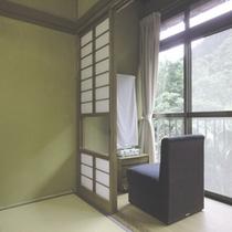 *【客室】緑に囲まれたお部屋が温泉情緒を盛り上げます。