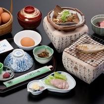 ボリュームたっぷりの朝食「朴葉味噌・鮎」