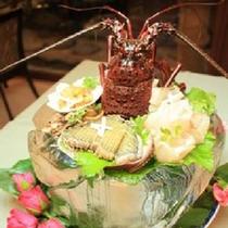 【アラカルト:特別料理】氷り鉢に海の幸を盛り込んだ一品
