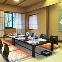 落ち着いた一室でごゆっくりと懐石料理をお召し上がりください。