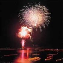 ■敦賀花火■8月16日はとうろう流しと大花火大会★音と光のファンタジックな夜を♪