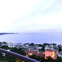 *ホテルより海を望む