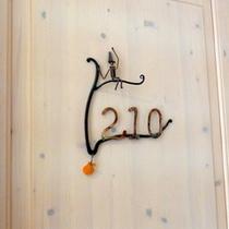 *【客室ドア】オブジェは部屋ごとに異なります。ぜひ見比べてみてくださいね。