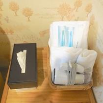 【客室アメニティ】バスタオル、ハンドタオル、ドライヤー、歯ブラシがございます。