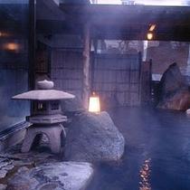 大露天岩風呂「幸運の湯」