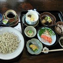 【よくばりランチ】8月のお料理一例。