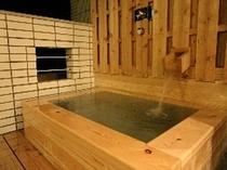 客室露天風呂からは海を一望できます