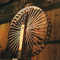 江戸時代の薬箪笥・舟箪笥・水屋箪笥など多種多様な箪笥が見事に並んでいます。。。