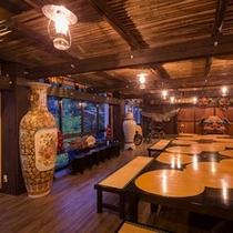 フロント、くつろぎ処、お土産処、古民家BARなどを有する、当館のメインフロアとなっております。。。