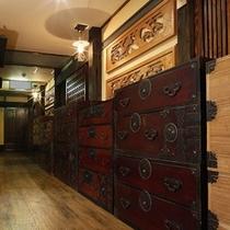 """""""時代箪笥回廊""""手間隙を惜しまず収集したコレクション。。。懐かしい時感(じかん)へ誘います。。。"""
