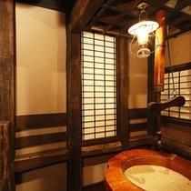 """""""囲炉裏端喫煙室""""を設けています。ご宿泊の滞在中は自由にご利用いただけるお部屋です。。。"""