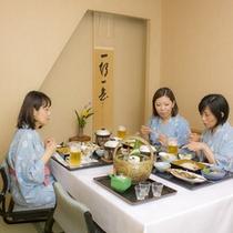 宿泊プラン:女子旅食事風景