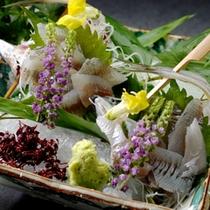 別注料理:鮎刺し 2,100円(6月〜9月限定)