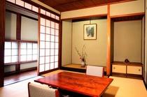 癒しとくつろぎの空間、六畳の和室「井山」