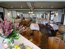 …清潔で広々なレストラン