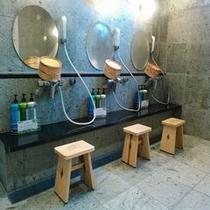 天然温泉洗場