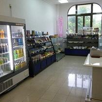[売店]沖縄ならではの名産品や泡盛をお買い求めいただけます。