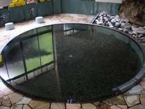 源泉かけ流しの円形大浴場
