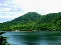 赤城山最高峰の「黒檜山」と大沼