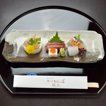 *【ご夕食一例・お造り】季節の懐石料理は、お客様からご好評いただいております。