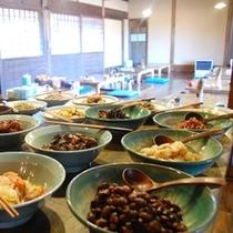 【朝食】お惣菜バイキング全体/例