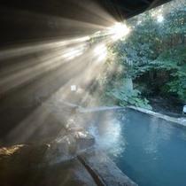 【大浴場の露天風呂】早朝の温泉もオススメです