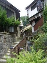 神楽殿横の階段(御前湯方面)