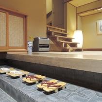 【施設】心が和む「和風」の広い玄関で、お客様のお越しをお待ちしております。