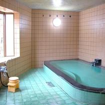 【風呂】女湯「観音湯」。ゆっくりと源泉100%のお湯に浸り、美人美肌の湯をご堪能下さい。