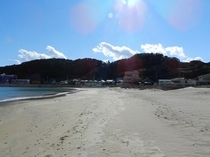 宿前の浜辺
