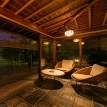 藁の家 テラス夕景