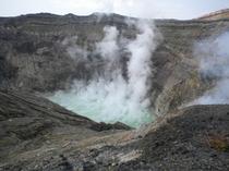 阿蘇山火口・湯だまり