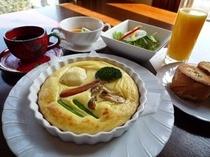 朝食は人気のキッシュ風卵料理