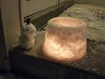 雪灯りの路