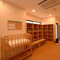 ■脱衣所(女性)■赤ちゃんとご一緒のお客様に、ベビーベッドを設置しております