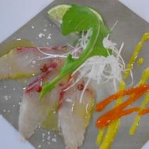 真鯛のカルパッチョ 2食のピーマンクーリー