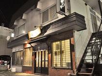 【施設周辺】ホテル周辺は飲食店が豊富で便利な立地です。