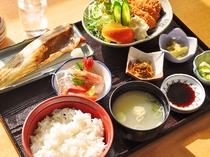 【夕食】和食膳の一例です。