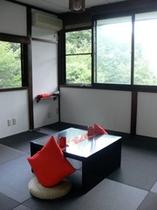 客室(赤)