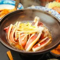 新鮮なイカ陶板焼き