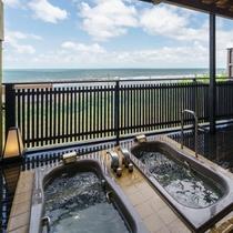 別邸『華海廊』客室専用露天風呂から日本海を眺めて・・。