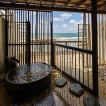 『離れ 華海廊』客室専用露天風呂。(源泉使用)