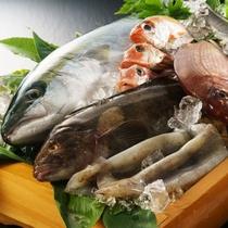 鮮魚は宿から5分の岩船港、お隣山北漁港から直送!